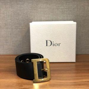 Diorquake belt in black calfskin.